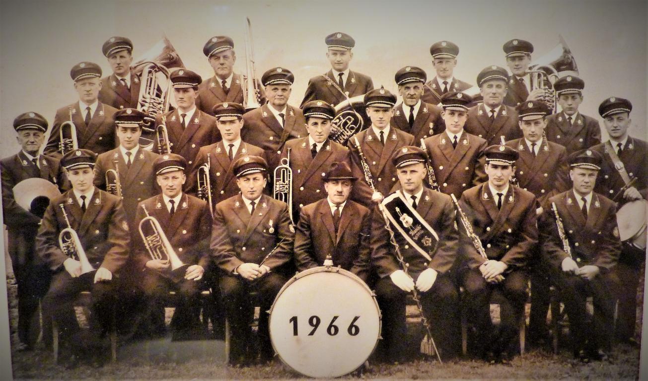 Gruppenfoto des GMV Krenstetten im Jahre 1966