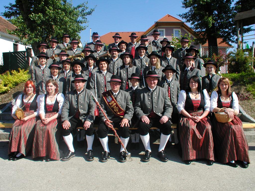 Gruppenfoto des GMV Krenstetten im Jahre 2001