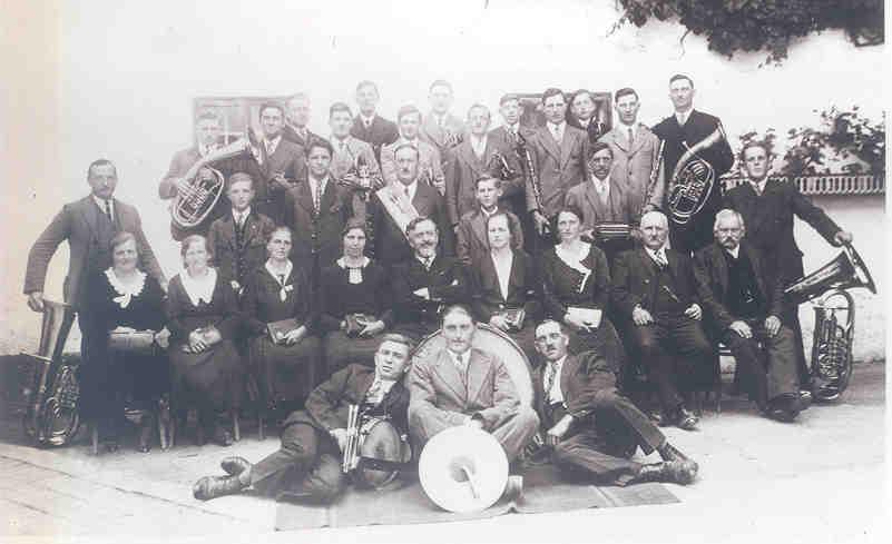 Gründungsfoto - Musikkapelle mit Kirchenchor