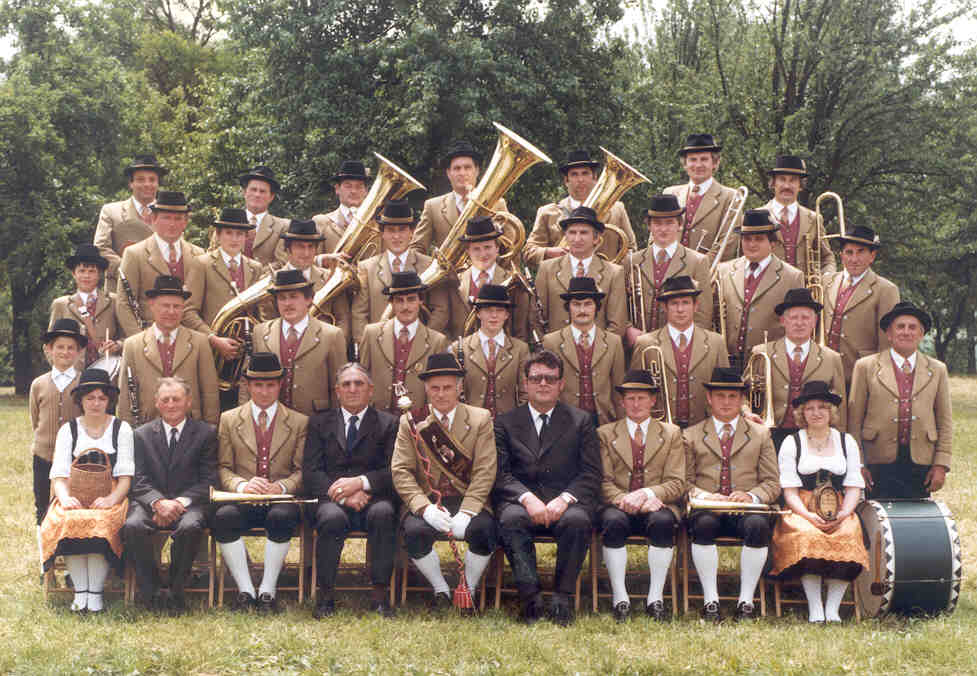 Gruppenfoto des GMV Krenstetten im Jahre 1982/83